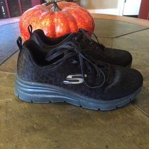 Black animal print sneaker wedge- Skechers